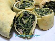 Questo rotolo con spinaci e salsiccia ricetta umbra chiamato anche roccio con l'erba è una preparazione tipica dell'umbria. Le panetterie...