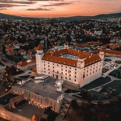 Bratislava castle Bratislava Slovakia, Royal Residence, Castles, Paris Skyline, Attraction, Travel Tips, Places To Visit, Mansions, Interior Design
