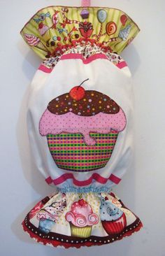 Resultado de imagen para manualidades en tela para cocina pinterest Fabric Crafts, Sewing Crafts, Sewing Projects, Sewing Ideas, Applique Designs, Quilting Designs, Plastic Bag Holders, Craft Stalls, Sewing To Sell