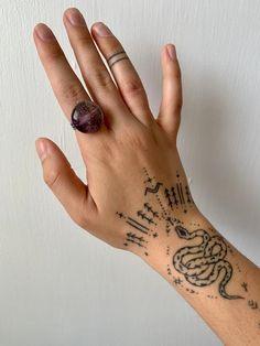 Toe Tattoos, Finger Tattoos, Print Tattoos, Small Tattoos, Tatoos, Finger Tattoo For Women, Hand Tattoos For Women, Sleeve Tattoos For Women, Full Hand Tattoo