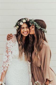 Fotoshooting Inspiration Pose für Braut und Trauzeugin | Hochzeit Fotos