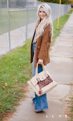 CARA LOREN - great hair and outfit