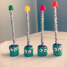 such a sweet little marshmallow robot treat & way easier than cakeballs