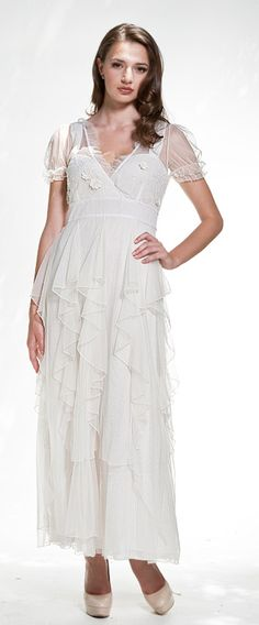 The vintage style wedding dress in Ivory. The beautiful dress for beauties!