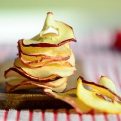 How to make homemade apple chips #food
