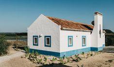 Resultado de imagem para Christian Louboutin's Gorgeous Portugal house Portugal, Greek Decor, Christian Louboutin, Interior Decorating Styles, Modern Exterior, Week End, Love Home, Belle Photo, Architecture