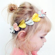 The One with the Paper Heart Headband Tutorial Diy Hair Bows, Diy Bow, Diy For Kids, Crafts For Kids, Headband Tutorial, Art N Craft, Paper Hearts, Heart For Kids, Studio Calico