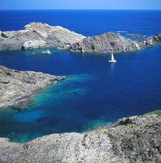 Al norte de #Cadaqués nos encontramos con el Parque Natural del #CapDeCreus (Cabo de Cruces). Fue declarado espacio natural protegido en 1984. http://www.viajarabarcelona.org/ciudades-cercanas/costa-brava/ #CostaBrava #Catalunya