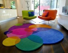 Colourful round rug.. man if i had money i'd totally buy this!