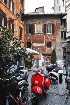 Vespa! the best way to go around Rome