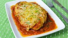 Pui cu parmezan | JamilaCuisine Parmezan, Mozzarella, Lasagna, Thai Red Curry, Ethnic Recipes, Food, Eten, Meals, Lasagne