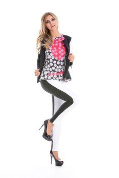Calça skinny em preto e branco. Calça branca com listra na lateral na cor preta. Justinha, moderna, versátil.