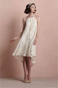 Reminiscencias de los '20s. Si eres una novia vintage y romántica, este vestido te esta llamando por tu nombre a gritos.