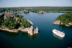 The St. Lawrence River is the great waterway that connects the Great Lakes with the Atlantic Ocean. What is more, it is a natural border between the United States and Canada, so, taking a cruise along this river will give you a chance to explore cult
