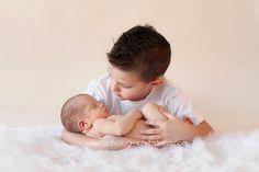 TG Newborns: Posing Newborn Babies With Siblings | Tulsa Newbor...