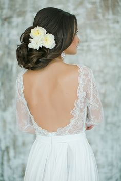 Open Back Wedding Dress with a Floral Updo | Warmphoto | Exquisite Bridal Styling for a Modern Glam Wedding Day