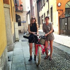 @chiaraferragni and friend Ludivine taking a stroll in Brera. #friends #bicycle #bikes #alltheprettybirds #instastyle #instastreetstyle