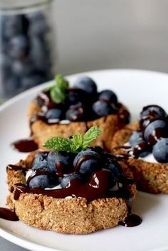Oat tarts with mascarpone and blueberries - Beaufood - Dessert Recipes Sweet Recipes, Snack Recipes, Dessert Recipes, Healthy Baking, Healthy Snacks, Good Food, Yummy Food, True Food, Happy Foods