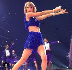 What is she doing  #taylorswift #1989 #shakeitoff