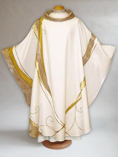Exquisitely handcrafted chasubles, dalmatics, copes, and stoles for all liturgical seasons. Church Banners Designs, Holy Art, Advent Candles, Church Fashion, Garment Bags, Shades Of Gold, Gold Embroidery, How To Dye Fabric, Fabric Swatches