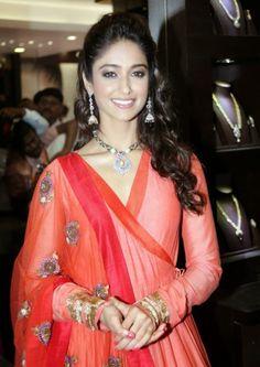 Ileana D'Cruz Latest Cute Stills, Actress Ileana Latest Red Dress Photos   Bollywood Tamil Telugu Celebrities Photos
