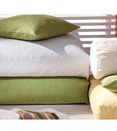 Bodenkissen von Pichler mit einem mediterranen Jacquardmuster: für drinnen oder draußen auf der Terrasse - in vielen bunten Farben erhältlich. Kissenfüllungen passend gibt es natürlich auch in unserem Shop online!