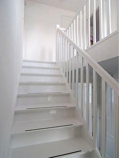 Trapleuning Stair Elevator, White Hallway, Painted Wood Floors, Stair Risers, Interior Stairs, House Stairs, Stairway To Heaven, Minimalist Bedroom, Stairways