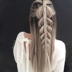 39 Trendy + Messy & Chic Braided Hairstyles - half up half down braids #hairstyle #braids #hairideas #hairstyles