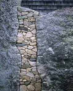 Make stone wall in the garden - creative exterior architecture Land Art, Landscape Architecture, Landscape Design, Landscape Art, Contemporary Landscape, Interior Architecture, Art Pierre, Dry Stone, Pebble Stone