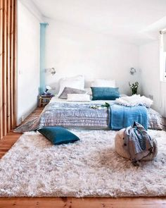 interiordecline:    More bed on the floor inspiration. Just keep everything low and it won't look weird.