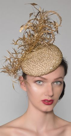 Range of Fascinators in Different Golds and Yellow Hues Perfect for Races or as a Wedding Guests Fancy Hats, Cool Hats, Gold Fascinator, Feather Headpiece, Headdress, Royal Ascot Races, Gold Outfit, Gold Dress, Ascot Hats