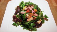 """De rode biet, wie kent hem niet! De aardse smaak matcht perfect met vis en feta- of geitenkaas. Rode bieten zitten bovendien boordevol antioxidanten en ijzer. De rode wondertjes zijn dus ook nog eens supergezond! Deze simpele salade met rode biet, makreel en appel is razendsnel klaar te maken. Heerlijk met... <a href=""""http://cottonandcream.nl/salade-met-rode-biet-en-makreel/"""">Read More →</a>"""