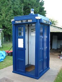 TARDIS garden shed.if I have a shed, this is it. Doctor Who Comics, Doctor Who Tv, Doctor Who Tardis, Little Free Library Plans, Little Free Libraries, Shed Floor Plans, Shed Plans, Big Desk, Barns Sheds