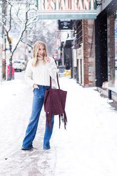 http://www.theblondielocks.com/wp-content/uploads/2016/01/how_to_wear_flared_jeans_8.jpg