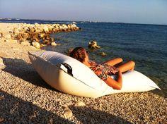 pOOLKISSEN pOOLPILLOW | Sundowner chillen | www.chillisy.eu relax@chillisy.eu Shops, Surfboard, Relax, Outdoor, Room, Self, Outdoors, Bedroom, Tents