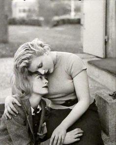 Man Ray. Nusch Éluard & Sonia Mossé, 1936