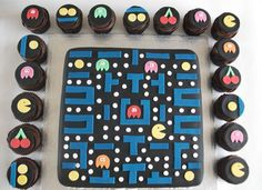 Pacman cake and cupcakes