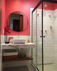 Prateleira para banheiro: 25 fotos e outros tutoriais para fazer essa peça Studio 60, Mirror, Interior Design, Cool Stuff, Bathroom, House, Furniture, Puff Gigante, Estilo Cool