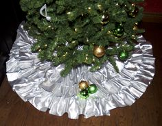 Modern Ruffled Tree Skirt Tutorial