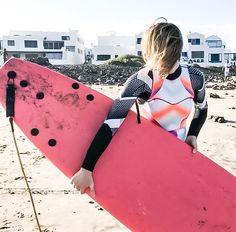 Vous vous souvenez c'était en décembre !! Je suis partie quelques jours à Lanzarote pour me lancer un défi.... Le défi de toute une vie : apprendre le surf !!!  Découvrez toute mon aventure et tous mes conseils pour apprendre à surfer la vague  lien dans ma bio.  #livemore #bluetherapy