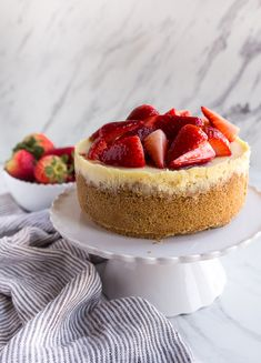 Recipes for smaInstant Pot Cheesecake recipe made in the 3 quart instant pot mini! This small cheesecake is so easily made in the pressure cooker. Instant Pot Cheesecake Recipe, Cheesecake Recipes, Dessert Recipes, Baking Recipes, Keto Recipes, Key Lime, Mini Desserts, Cobbler, Ketogenic Diet