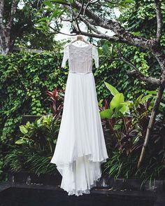Платья-путешественники, это побывало на острове Бали�� Так как оно из натурального шёлка в нем комфортно и не жарко. Платье @anna_chudova…