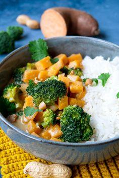 Süßkartoffel-Curry mit Brokkoli - nur 5 Zutaten Family Meals, Kids Meals, Vegan Recepies, Weight Watcher, Happy Foods, Spring Recipes, Wok, Food Inspiration, Main Dishes