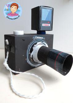 Foto camera met schermpje en lens en flitser knutselen met kleuters 3, kleuteridee.nl, thema fotograaf, met gratis download.
