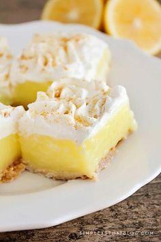 These easy Lemon Pie Squares offer the delicious taste of Lemon Pie, without the fuss! Lemon Pie Bars, Easy Lemon Pie, Lemon Cream Pies, Lemon Torte, Lemon Cheesecake, Lemon Dessert Recipes, Lemon Recipes, Pie Recipes, Easy Desserts