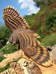 If you are looking for some ideas to have any wooden sculpture any soon, you need to have a look at these Realistic Handmade Wooden Animal Sculptures. Chainsaw Wood Carving, Wood Carving Art, Wood Art, Wood Carvings, Wood Wood, Art Sculpture En Bois, Driftwood Sculpture, Chain Saw Art, Tree Carving