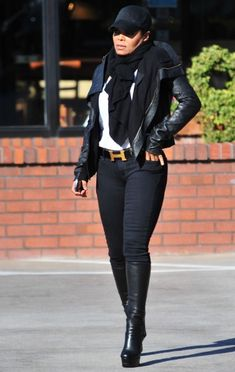 Besides that it's celeb, Janet Jackson but her outfit is HAWT! Janet Jackson, Michael Jackson, Jermaine Jackson, Lisa Marie Presley, Paris Jackson, Elvis Presley, The Jacksons, Madame, Beautiful Black Women
