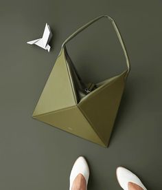 * Elevated design, distinctive silhouette. The new Flex Hobo in Olive. Mlouye