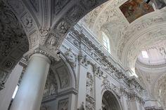 Fotografía: Cristina y Justo- Iglesia Barroca. Vilnius Tour, Building, Travel, Baroque, Vacations, Architecture, Copenhagen, Voyage, Trips