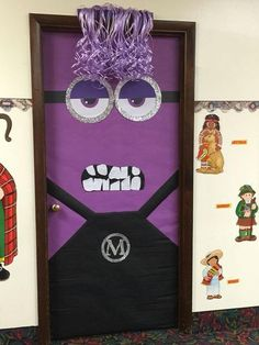30 Super Cool Classroom Doors to Bring in the Fall Season at School Believe it or not, Fall is around the corner, and so are all the Halloween & Thanksgiving preps that come with it. But don't worry, we've got your back! Minion Halloween, Halloween Crafts For Kids, Fall Halloween, Halloween Classroom Decorations, Halloween Door Decorations, Holiday Classrooms, Purple Minions, Adornos Halloween, Art Plastique
